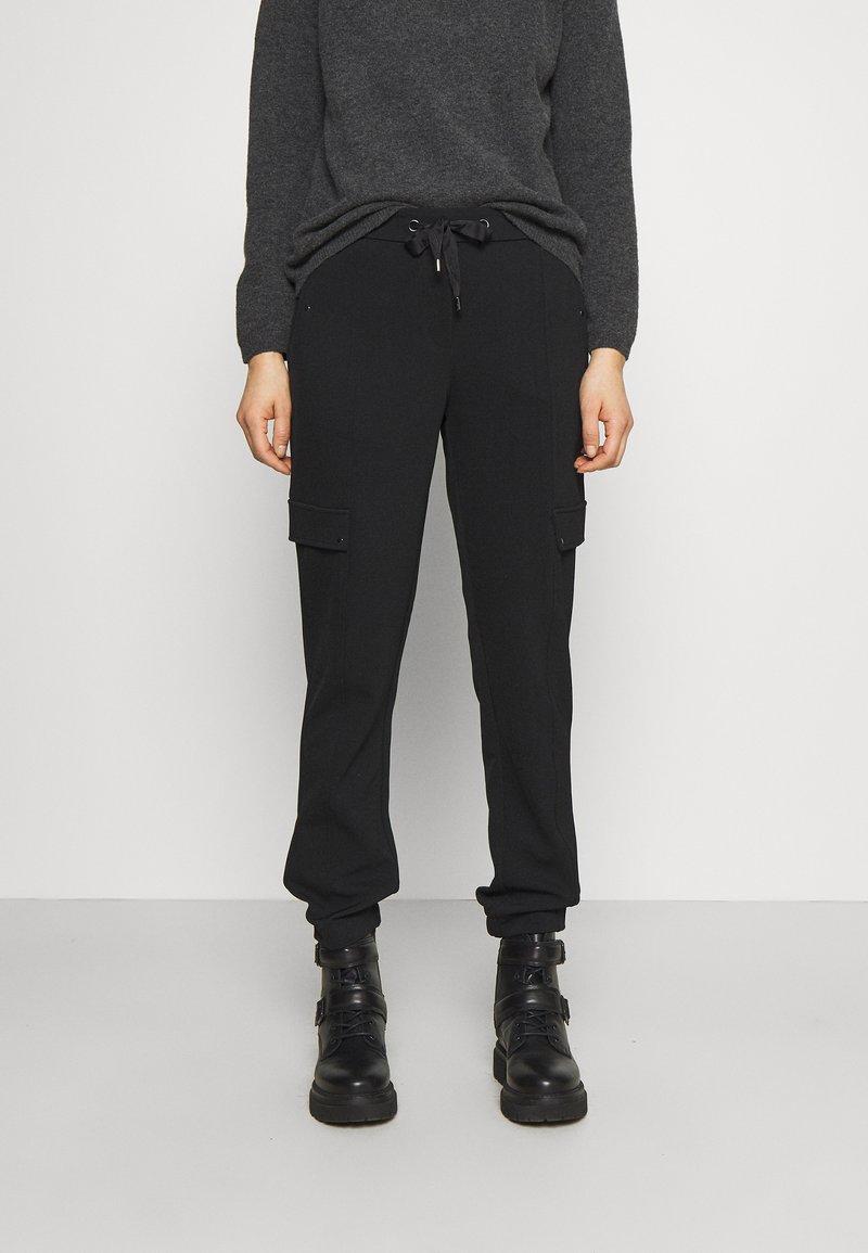 comma - HOSE - Tracksuit bottoms - black