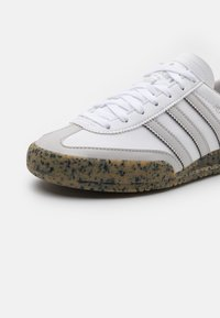 adidas Originals - JEANS UNISEX - Zapatillas - white/grey tone - 5