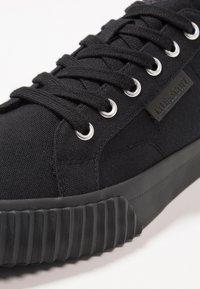 Lyle & Scott - MITCHELL - Sneakers - black - 5