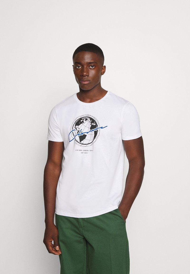 CLOSURE London - WORLDWIDE TEE - T-shirt med print - white