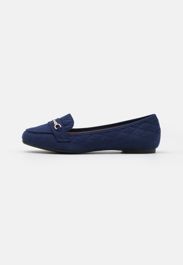 WIDE FIT LILT QUILT SNAFFLE LOAFER - Mocasines - navy