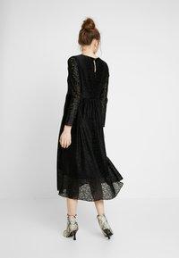 Nümph - NUMUIREANN DRESS - Cocktailkjole - caviar - 3