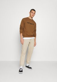 Carhartt WIP - Sweatshirt - hamilton brown/black - 1