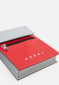 Marni - UNISEX - Across body bag - red/antique silver - 3