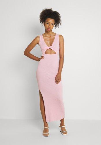 RIVIERA MIDI DRESS - Strikket kjole - candy pink