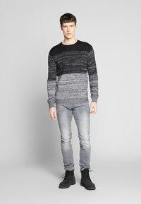 QS by s.Oliver - Jeans Slim Fit - denim grey - 1