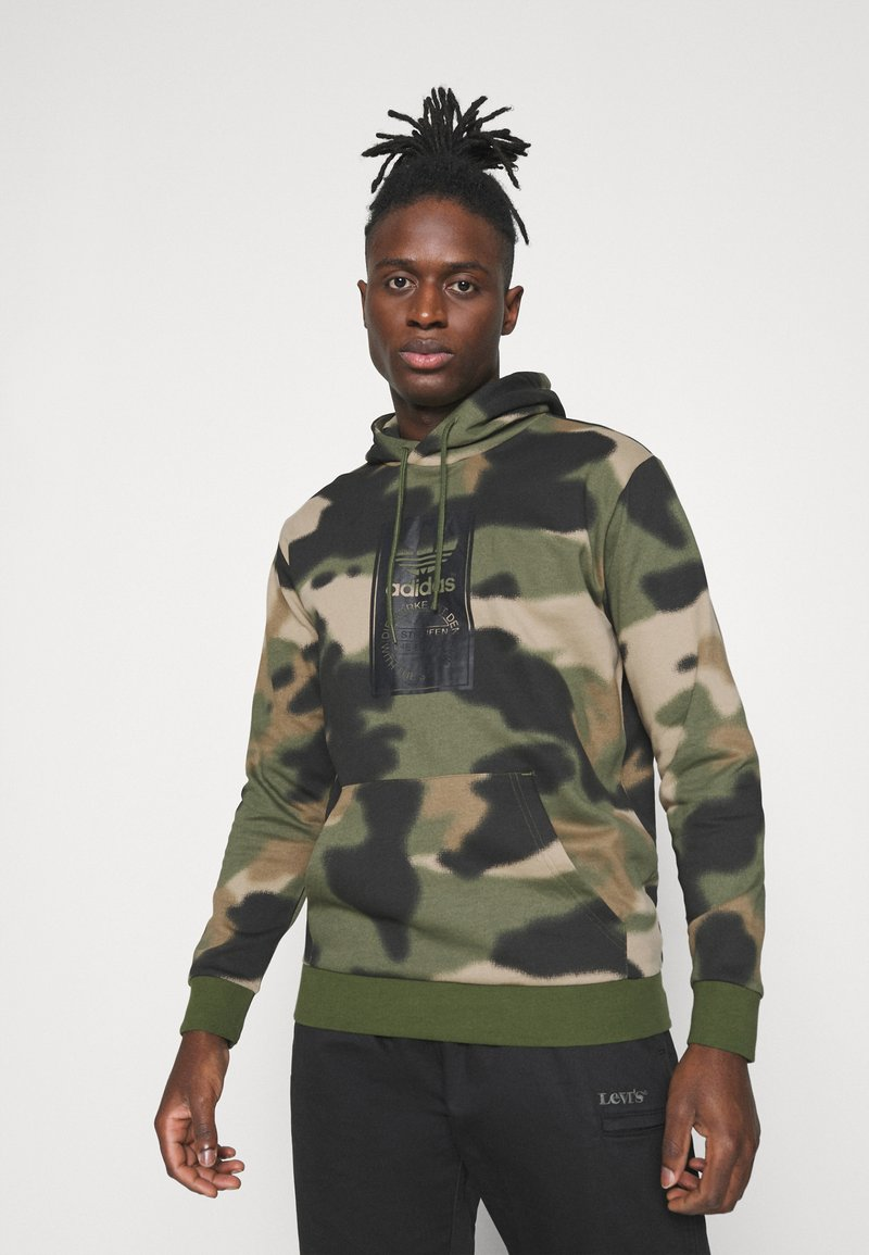 adidas Originals - CAMO HOODIE - Sweat à capuche - wild pine/multicolor/black