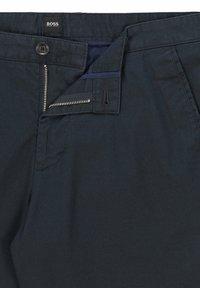 BOSS - SLICE - Shorts - dark blue - 5