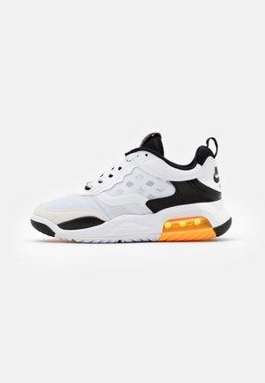 MAX 200 BG UNISEX - Zapatillas de baloncesto - white/laser orange/black