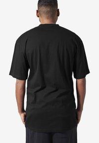 Urban Classics - T-shirt - bas - black - 1