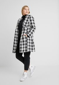 CAPSULE by Simply Be - DETACHABLE TRIM BELTED CHECK WRAP COAT - Manteau court - black - 1