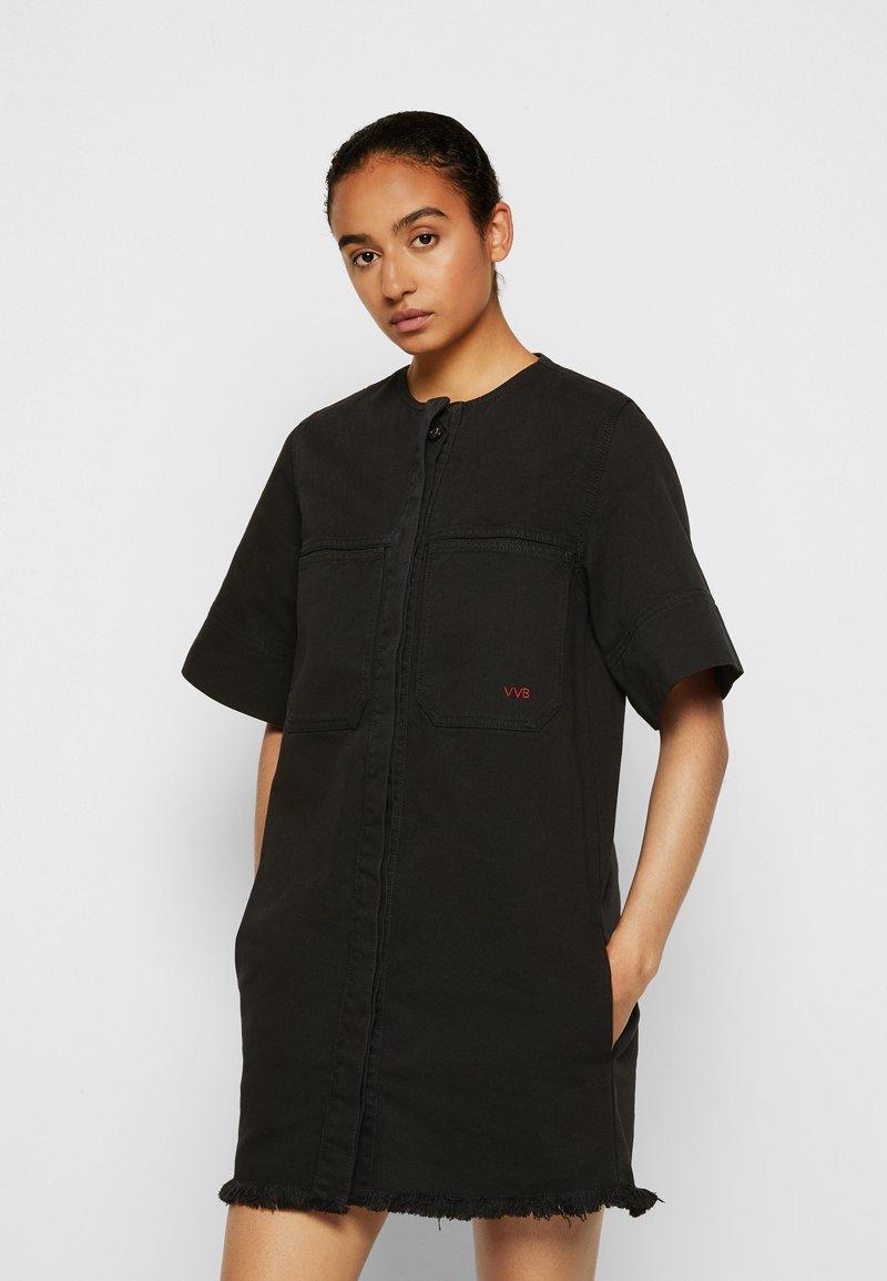 Victoria Victoria Beckham - FRAYED HEM MINI DRESS - Denim dress - black