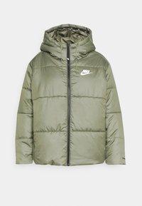CLASSIC TAPE - Zimní bunda - medium olive/black/white