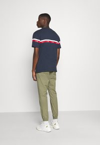 Tommy Jeans - STRIPE MOUNTAIN TEE UNISEX - Print T-shirt - twilight navy - 2