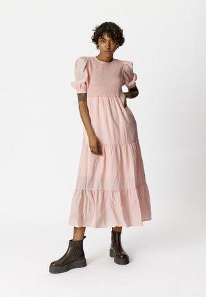 MAZZI - Vapaa-ajan mekko - silver pink