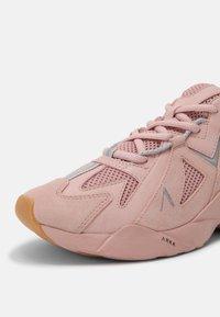 ARKK Copenhagen - TUZON UNISEX - Trainers - misty rose light gum - 6