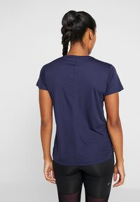 ASICS - Camiseta estampada - peacoat - 2