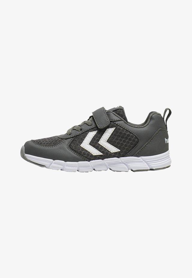 Sneakers - asphalt