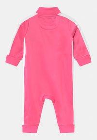 Nike Sportswear - CHEVRON - Combinaison - pinksicle - 1