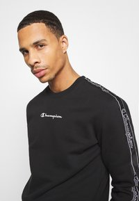 Champion - LEGACY TAPE CREWNECK - Sweatshirt - black - 3