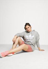 adidas Originals - HOODIE - Hoodie - grey/white - 1