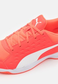 Puma - AURIZ UNISEX - Multicourt tennis shoes - red blast/white - 5