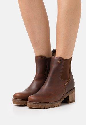 PIA  - Kotníkové boty na platformě - bark