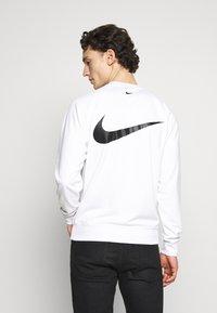 Nike Sportswear - CREW - Long sleeved top - white/black - 2