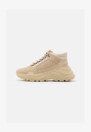 TRANCE - Höga sneakers - beige