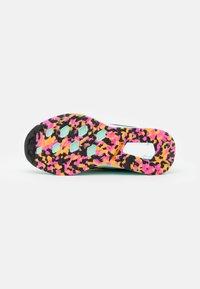 adidas Performance - TERREX TWO FLOW - Stabile løpesko - clear mint/hazy orange/screaming pink - 4