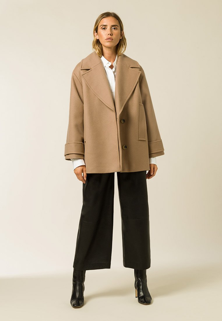 IVY & OAK - CARLY - Short coat - camel