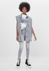 Bershka - Jeans Skinny - grey - 1