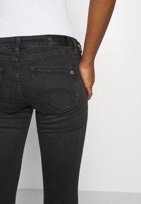 Tommy Jeans - SOPHIE ANKLE ZIP  - Jeans Skinny Fit - bird black - 6