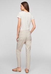 Q/S designed by - REGULAR FIT - Pantalon classique - beige - 2