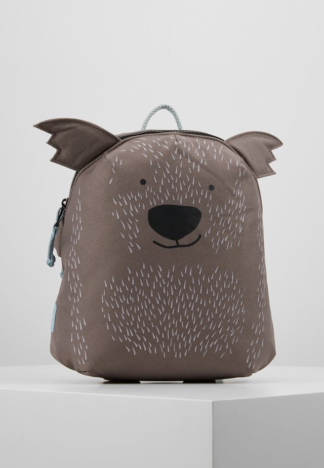 BACKPACK ABOUT FRIENDS CALI WOMBAT - Ryggsekk - brown