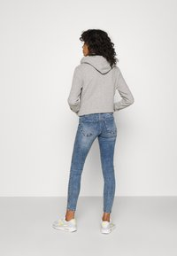 Vero Moda - VMLYDIA SKINNY BUTTON  - Skinny džíny - medium blue denim - 2