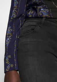 ONLY Carmakoma - CARWILLY  - Jeans Skinny Fit - black - 3