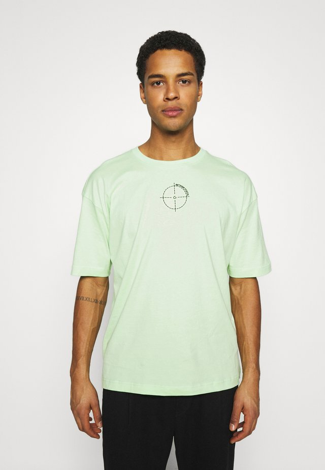 OVERSIZED UNISEX - T-shirts med print - patina green