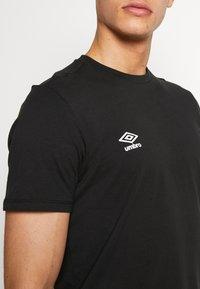Umbro - SMALL LOGO TEE - Basic T-shirt - black - 4