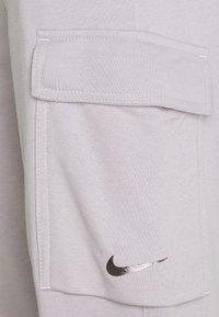 Nike Sportswear - PANT CARGO - Träningsbyxor - silver lilac - 5