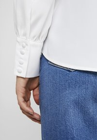 Forever New - BUTTON FRONT RELAXED BLOUSE - Blouse - porcelain - 3