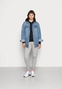 Nike Sportswear - HOODIE - Bluza z kapturem - black - 1