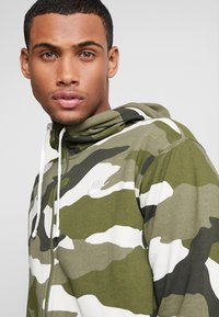 Nike Sportswear - CLUB HOODIE - Hettejakke - medium olive/summit white - 4