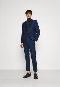 Twisted Tailor - GAUGUIN SUIT - Puku - blue - 1