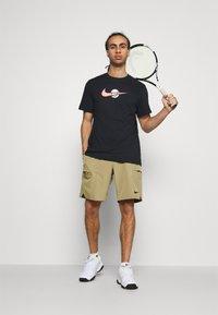 Nike Performance - SHORT - Pantalón corto de deporte - parachute beige/black - 1