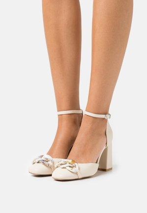 KONNY - Classic heels - beige