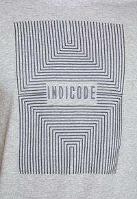 INDICODE JEANS - EASON - Triko spotiskem - grey mix - 5