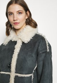 BDG Urban Outfitters - JACKET - Light jacket - charcoal - 3