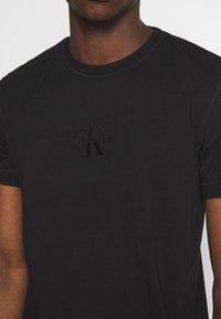 Calvin Klein Jeans - ACID WASH TEE - Basic T-shirt - black - 4