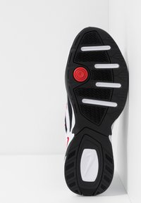 Nike Sportswear - M2K TEKNO - Baskets basses - white/black/university red - 4
